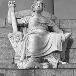 Скульптурное изображение Невы высечено в пудостском камне