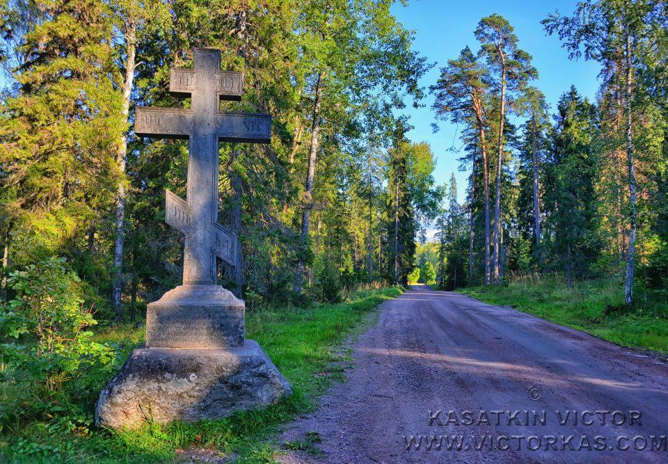 Поклонный крест по дороге к Скиту Всех Святых