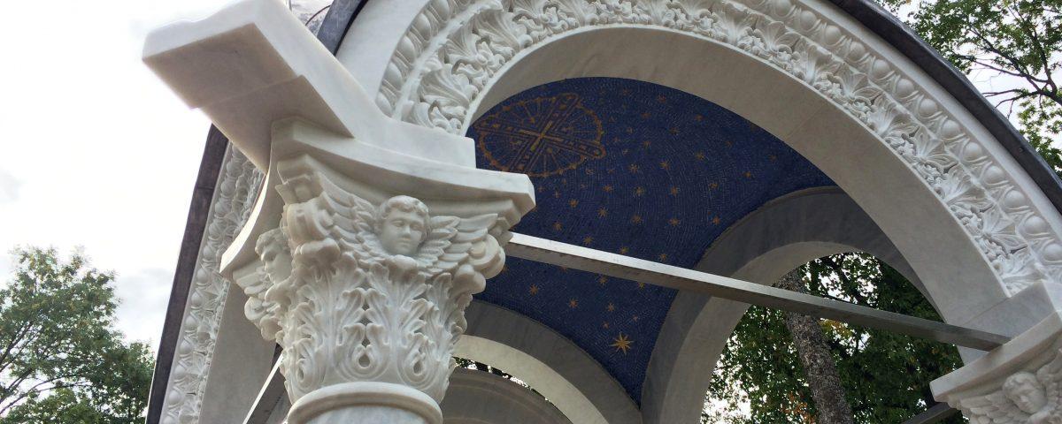 Киворий над Валаамской иконой у Летней гостиницы. Валаам.