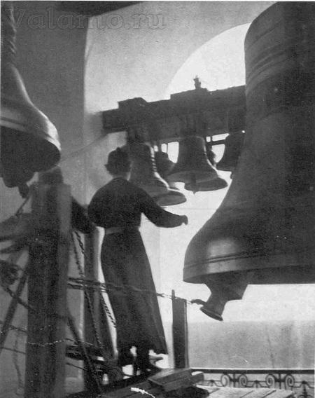 Колокола Спасо-Преображенского собора. Источник: The Sphere, 10 February 1940.