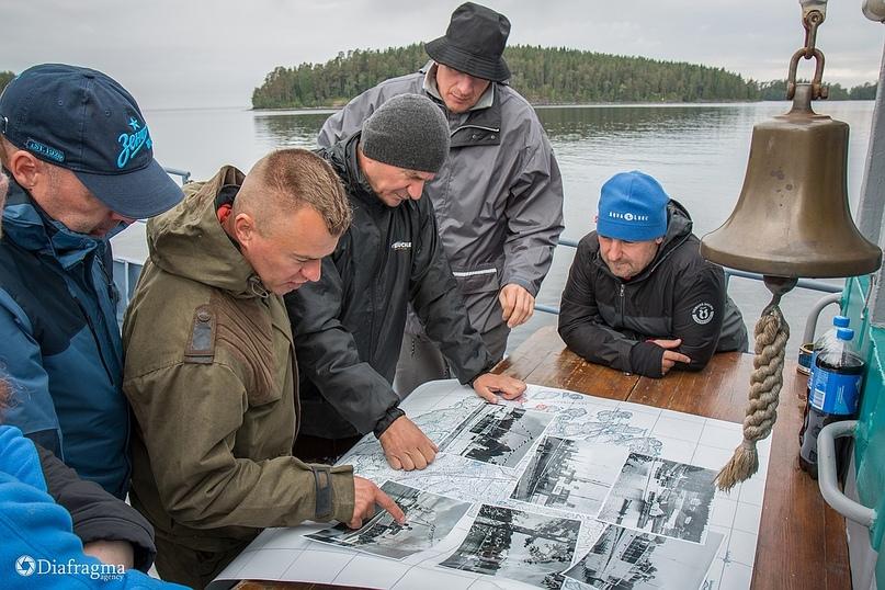 """Участники клуба подводного плавания """"Диво"""" ищут места затонувших пароходов с помощью карты с сайта Valamo.ru."""