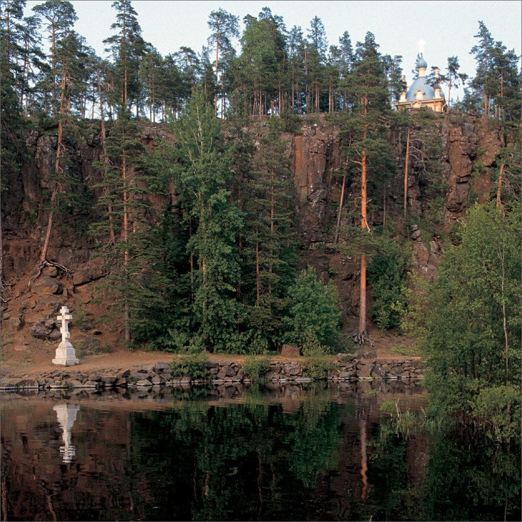 Малая Никоновская бухта. Поклонный крест.