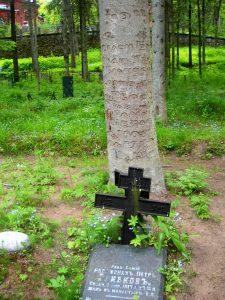 Игуменское кладбище. Могила монаха.