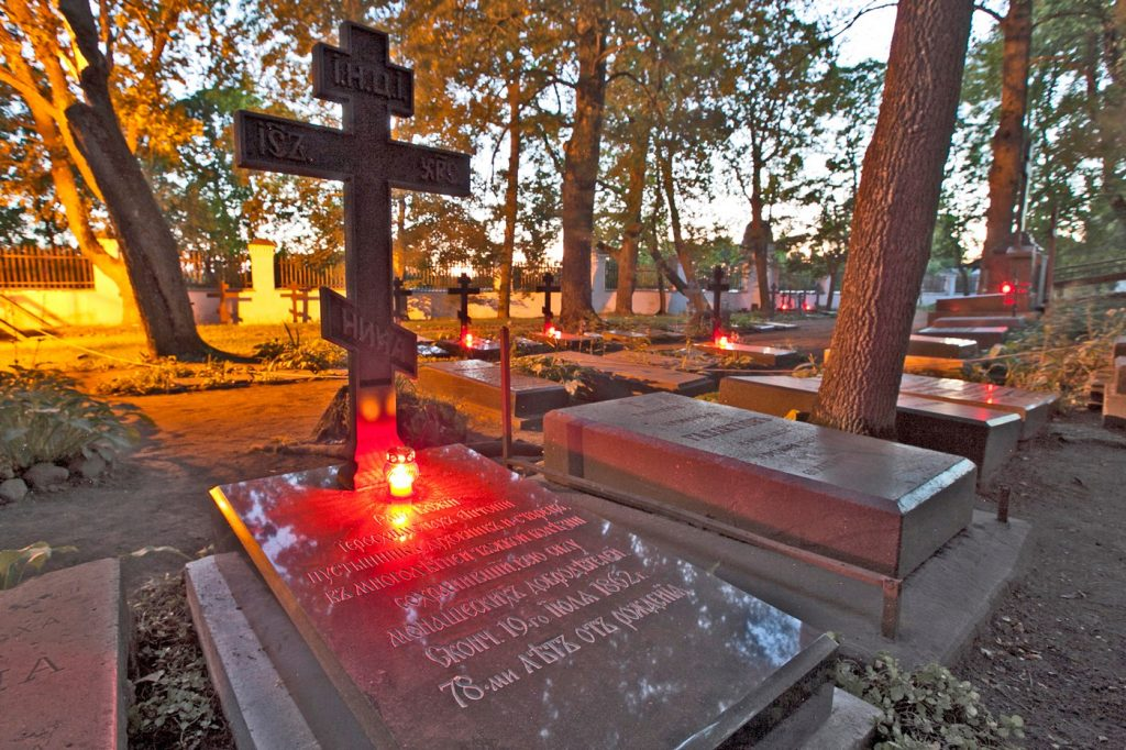 История Старого братского кладбища  кладбище  архитектурное описание, могилы, разрушение, кирпич, старое кладбище, игумен Ионафан, XX, игумен Дамаскин, XIX, видео