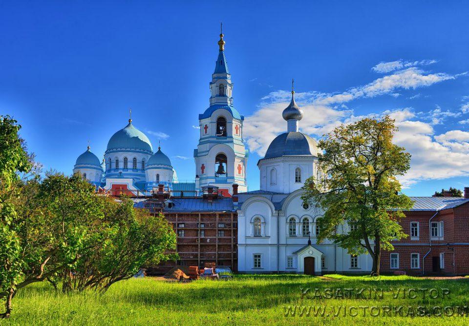 """Церковь св. Троицы и иконы """"Живоносный источник"""""""
