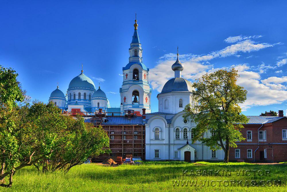 Церковь св. Троицы и иконы
