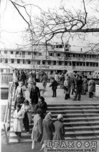 Первые туристы нового экскурсионного маршрута на остров Валаам, прибывшие на теплоходе А.С.Попов 1963год