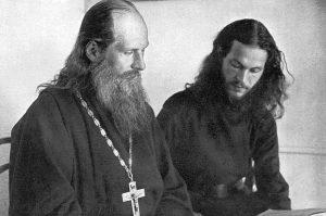 Игумен Харитон и молодой монах. Источник: The Sphere, 10 February 1940.