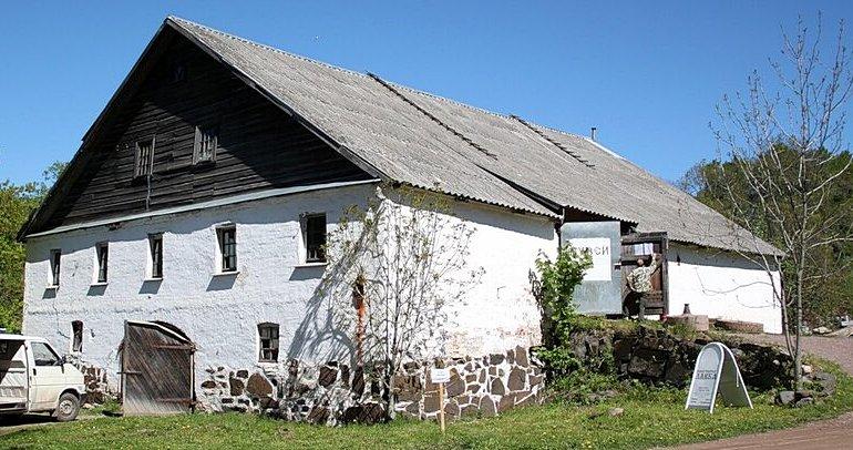 Каретный и конюшенный дом у Валаамского причала