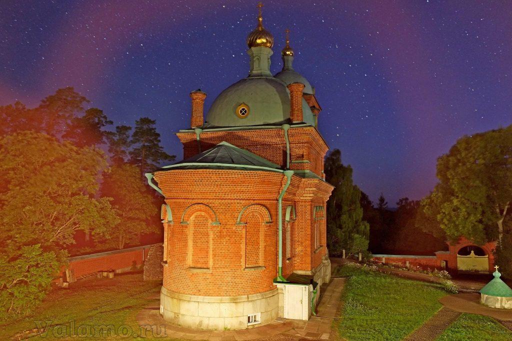 Пасха таинственная... Воскресенский скит ночью. 2017 г. Фото: Яна Гайдукова.