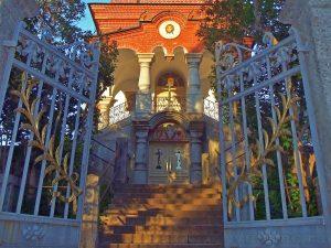 Вход в Воскресенский храм. 2010 г. Фото: Я. Гайдукова.