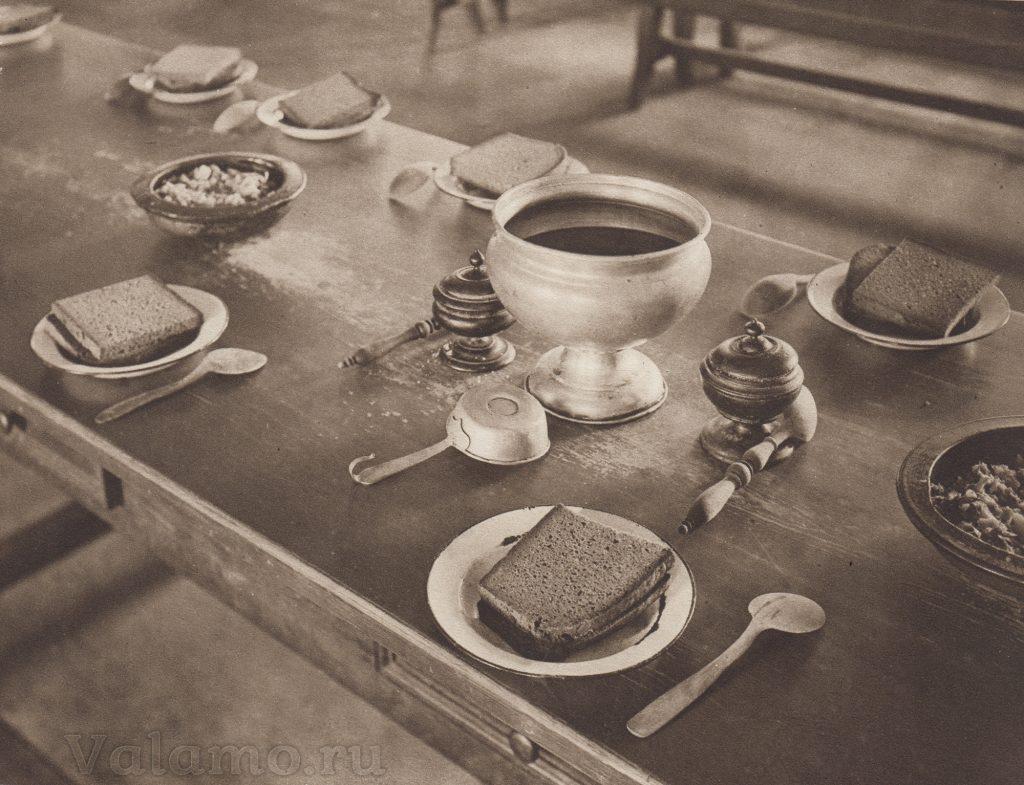 В трапезной монастыря, фото Г. Иффланда