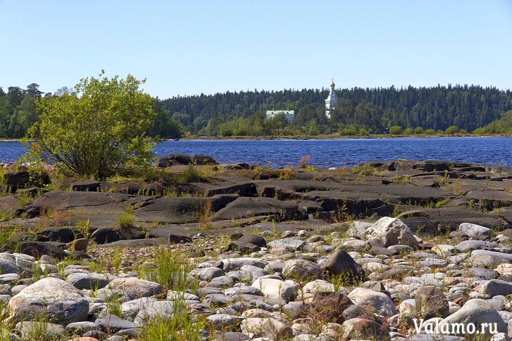 Вид на Никольский скит с северного берега. И. Сазеев. 2015